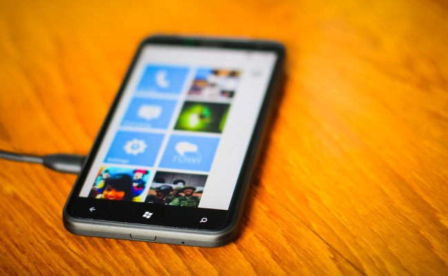 Tre smartphone nga HTC me Windows phone 8