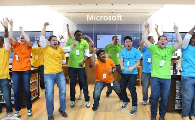 Microsoft shpërblen punëtorët me pajisje të veta