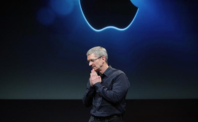 Shefi i Apple Tim Cook kërkon falje