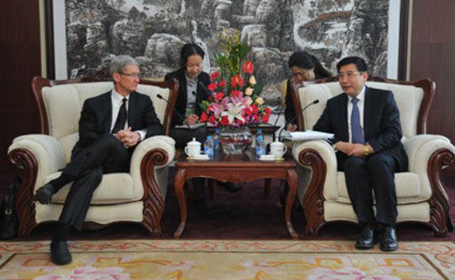Kryeshefi i Apple-it Tim Cook viziton Kinën, takohet me zyrtar