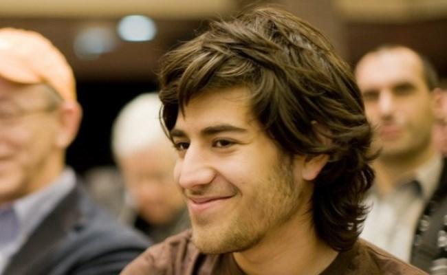 Vetëvritet aktivisti dhe heroi për qasje dhe internet të hapur