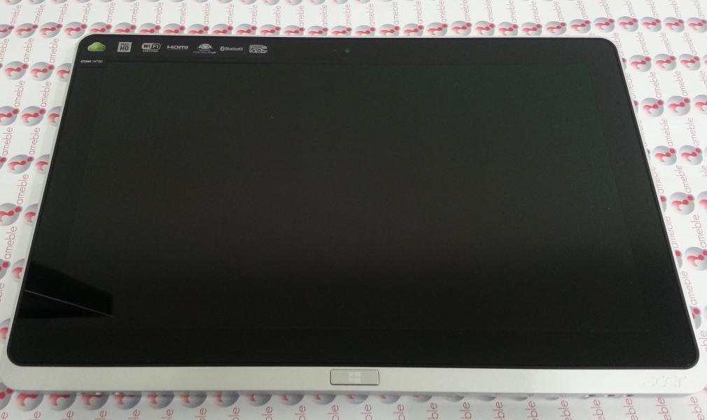 Acer W700 foto frontale