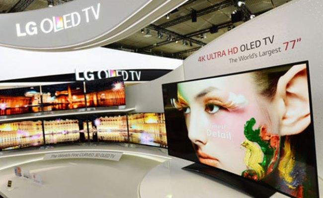 LG shfaq televizionin OLED 77 inç ultra HD të lakuar
