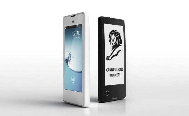 "Lansohet smartphone-i me dy ekrane ""YotaPhone"""
