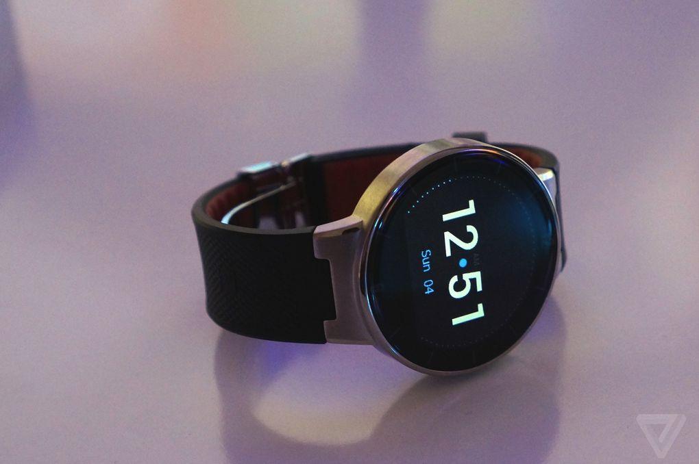Smartwatch i ri Alcatel lidhet me Android dhe iOS