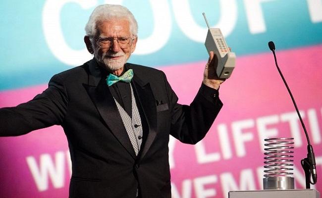 Sot 42 vite më parë u zbulua Telefoni Mobil