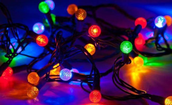 Sipas Ofcom: Dritat zbukuruese të vitit të ri mund të ngadalësojë rrjetin WiFi (Video)