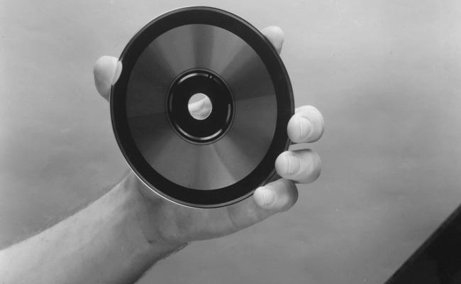 Datëlindja 30 e Kompakt Diskut Komercial (CD)
