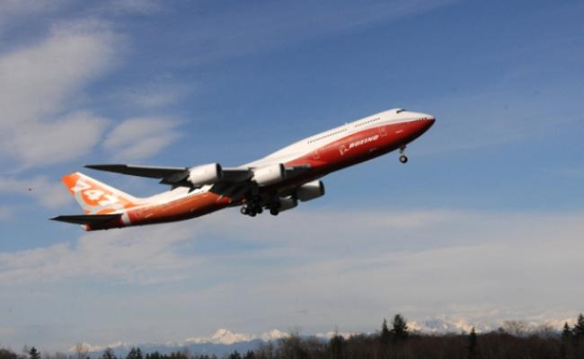 Boeing përgaditet për përdorimin e telefonit celular në aeroplanë
