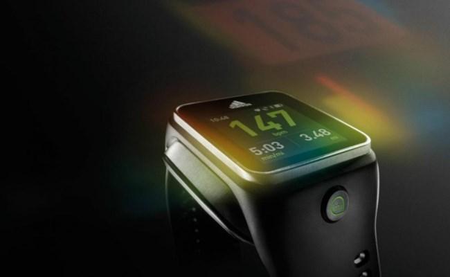 Adidas prezanton Smartwatch, të dedikuar për vrapuesit