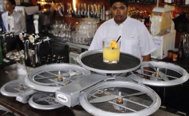 Dronet do të zëvendësojnë kamerierët në një restorant në Singapor